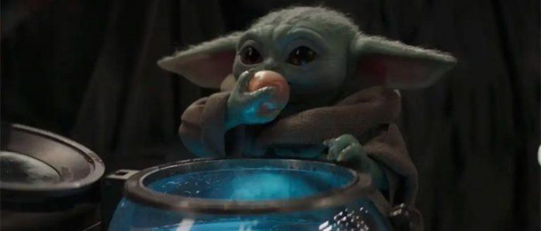 Bébé Yoda qui mange des oeufs