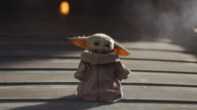 Bébé Yoda triste